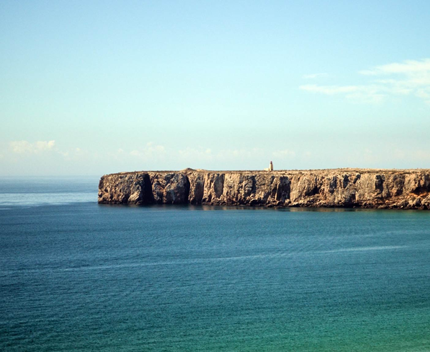 Felsen und Leuchtturm in Sagres Algarve Portugal Reisefotografie Paulcamper