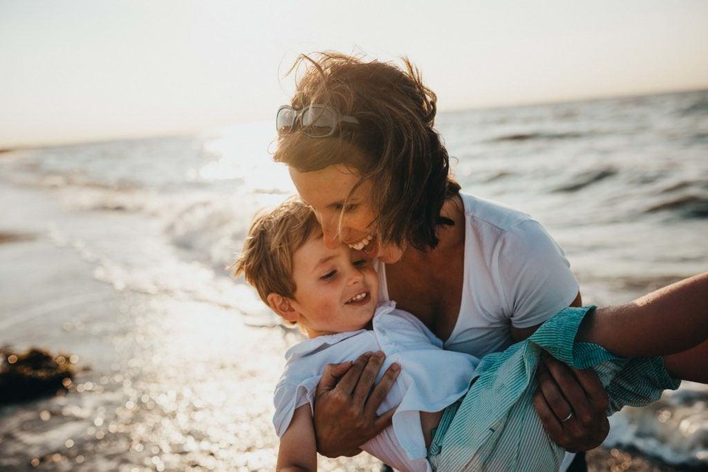 Wohnmobil Checkliste Kinder Mama und Sohn