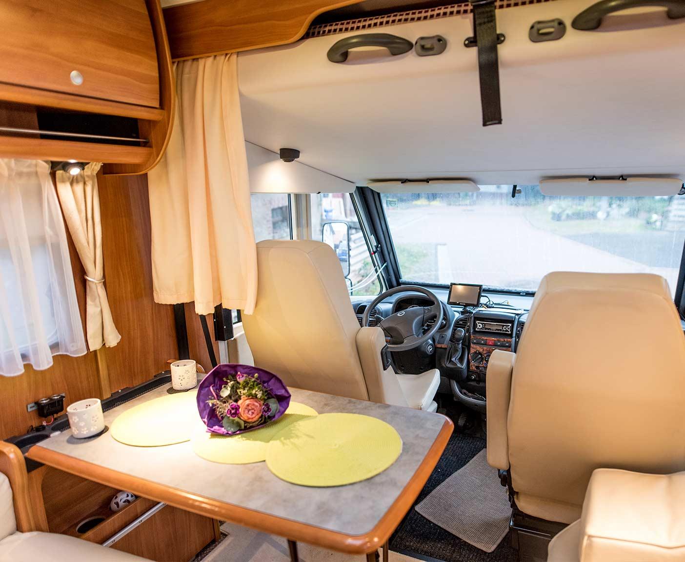 Wohnmobil von innen Fahrerkabine, Vermieter werden bei PaulCamper