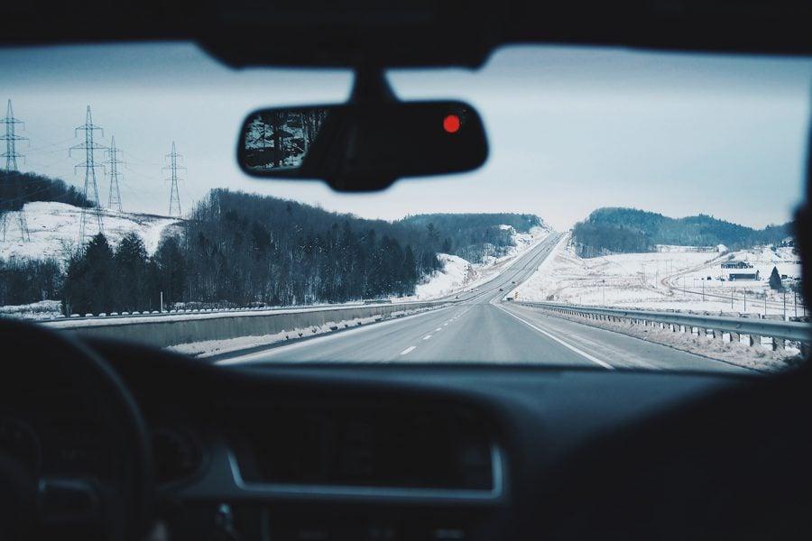 Bild Unterwegs – andere Länder, andere Vorschriften bei der Verkehrssicherheit im Winter
