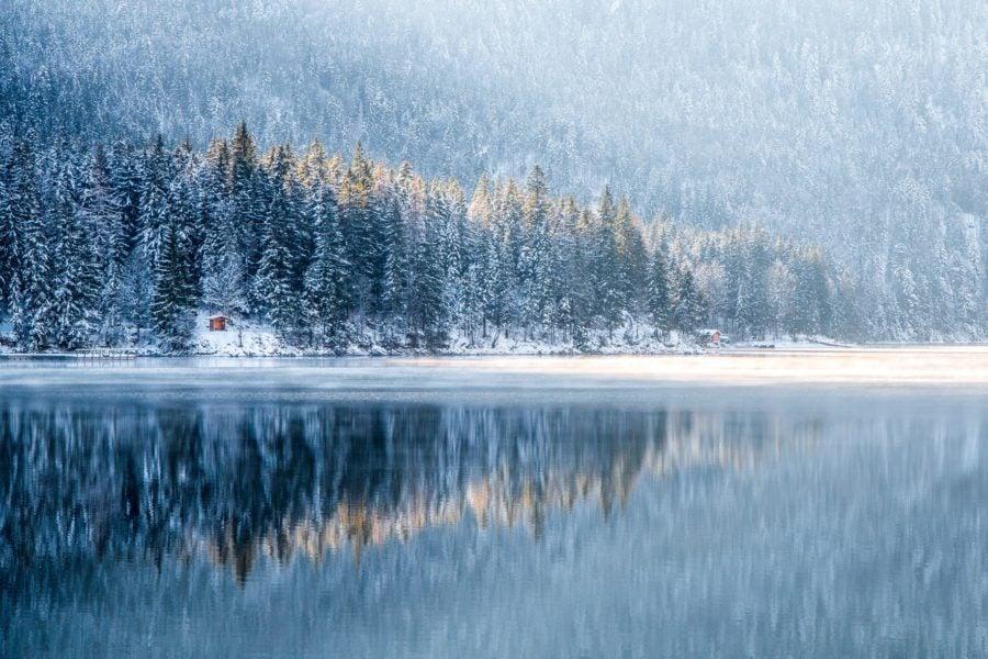 Bild Wintercamping in Bayern – schneereiche Berge und Seen im Camper genießen