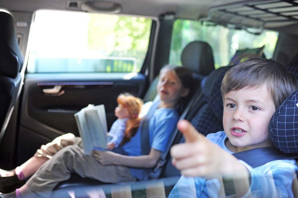 Spiele für unterwegs - Kinder im Auto