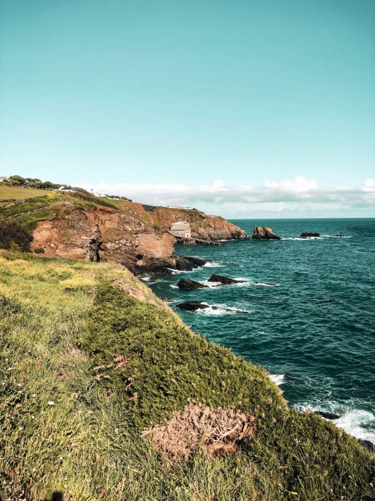 die südliche, raue Küste in Cornwall