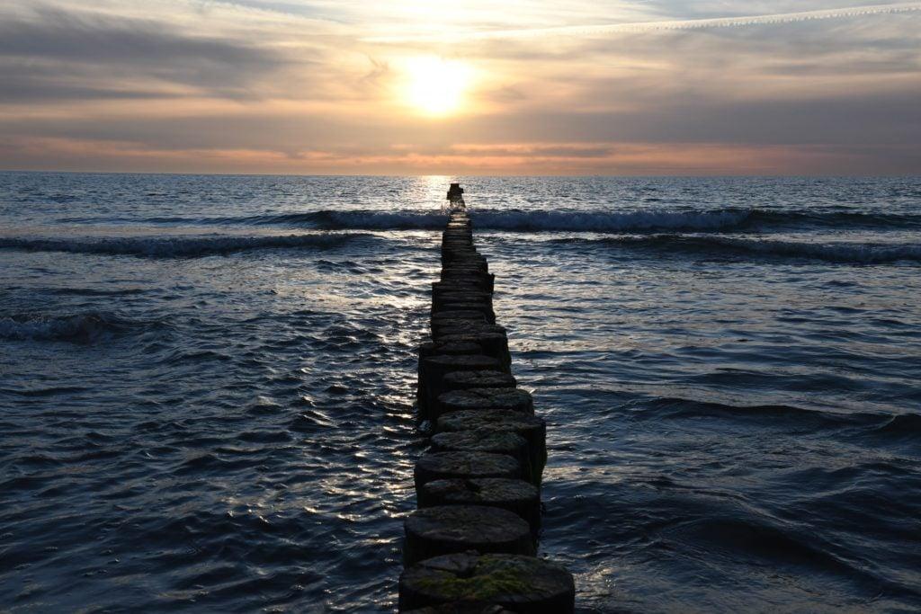 Sonnenuntergang Ostsee Urlaub mit dem Wohmobil im Herbst in Deutschland