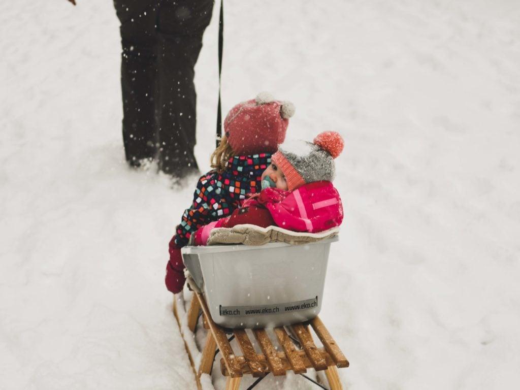 Wintercamping Bayern Schlittenfahren
