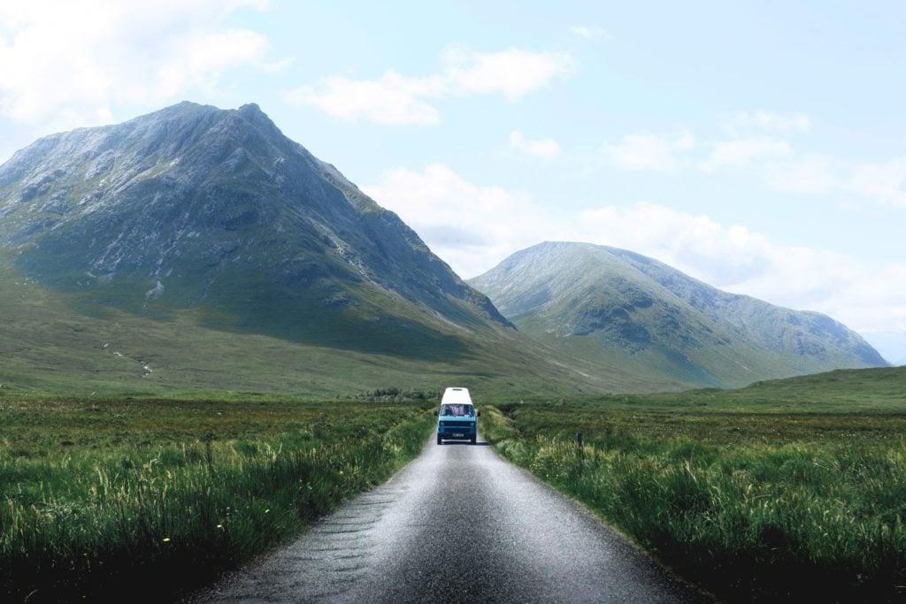 Blauer Camper in UK, urlaub 2020