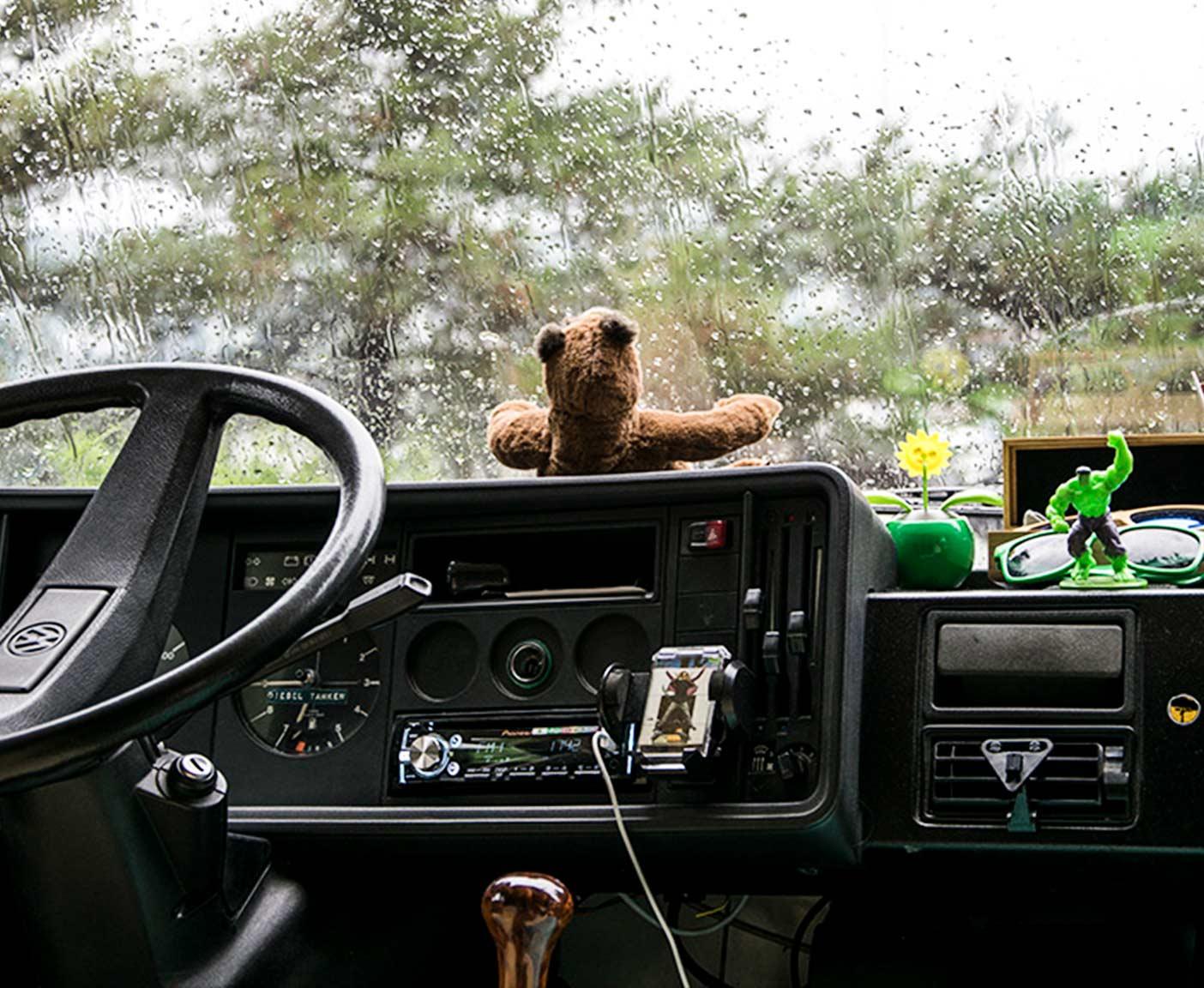 VW Camper Bus innen Fahrer