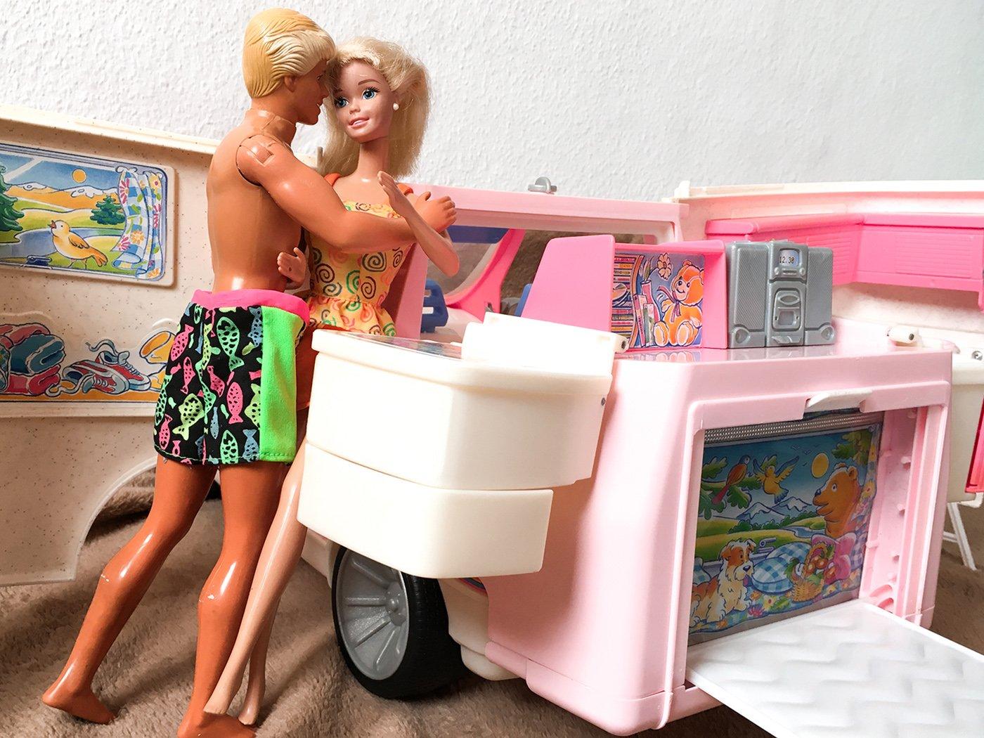 Sexstellungen im Camper Kleidung ablegen