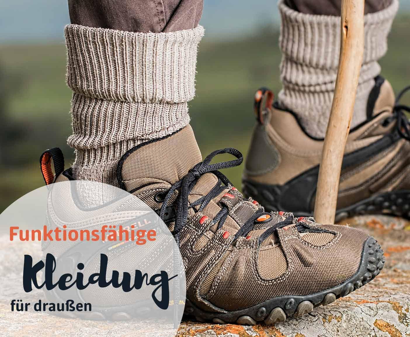 Outdoor funktionsfähige Schuhe und Socken beim Wandern, Packliste Camping mit PaulCamper