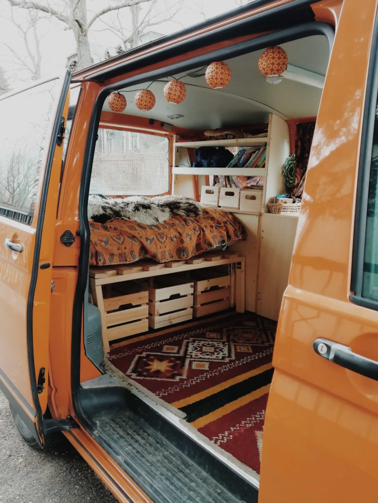 VW T5 ausbauen - Van Ausbau mit Holz